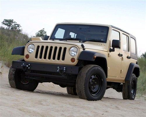 图】军用越野车量产版Jeep+J8在德国亮相_汽车之