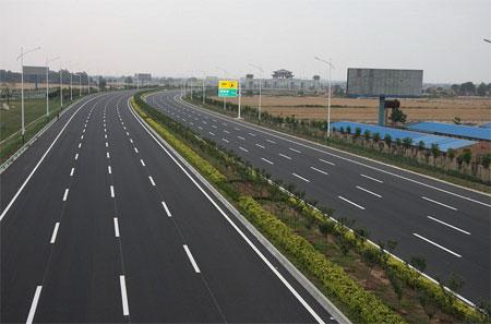 省第一段八车道高速公路开始通车
