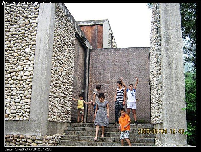 昨天我们去看了一成功人士建的石头房[zt]