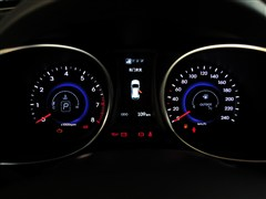 全新胜达2013款 2.4l 自动四驱尊贵型