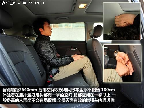 主驾驶为电动调节并且带有腰部支撑和垂直方向的座椅高度调节,而副