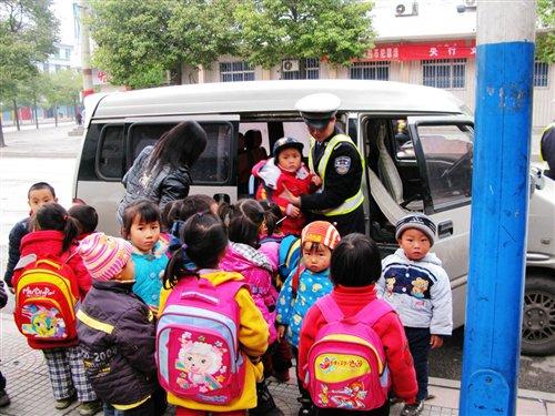 校车国家标准-参考欧美标准 校车安全新国标正式公布